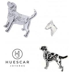 pin de perros de plata