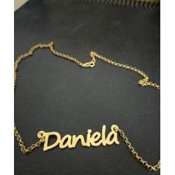 Collar con nombre oro