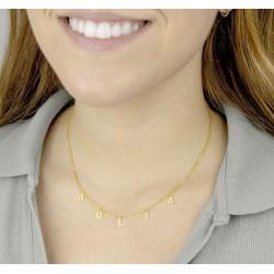 Collar con letras colgadas oro