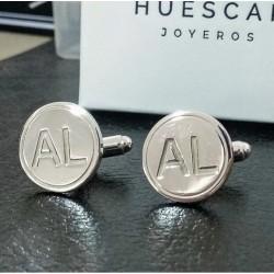 Gemelos personalizados en plata de ley con iniciales en relieve