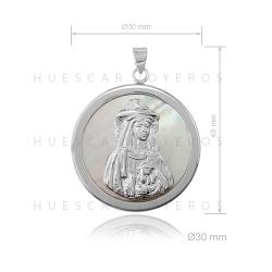 Colgante de plata con base de nacar (Virgen del Rocio de Pastora)